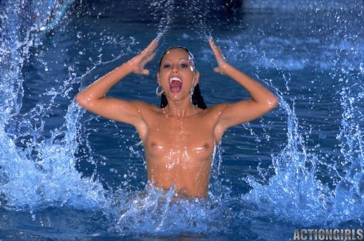 naked Anetta Keys enjoying the pool