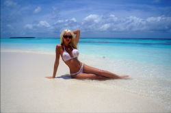 LiveJasmin camgirl SexySweetMasha in wet white bikini at a tropical beach