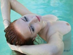Flirt4Free Melisenta in pool